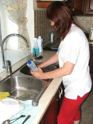 Моем посуду - бережем руки и желудок